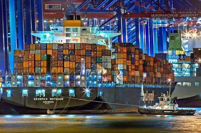 Carga marítima vs. Carga aérea Carga marítima vs. Carga aérea